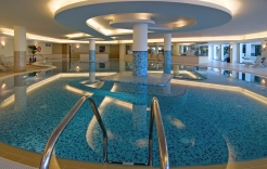 Indoor pool Excelsior
